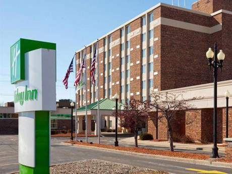 Holiday-Inn-Neenah-Riverwalk-WI