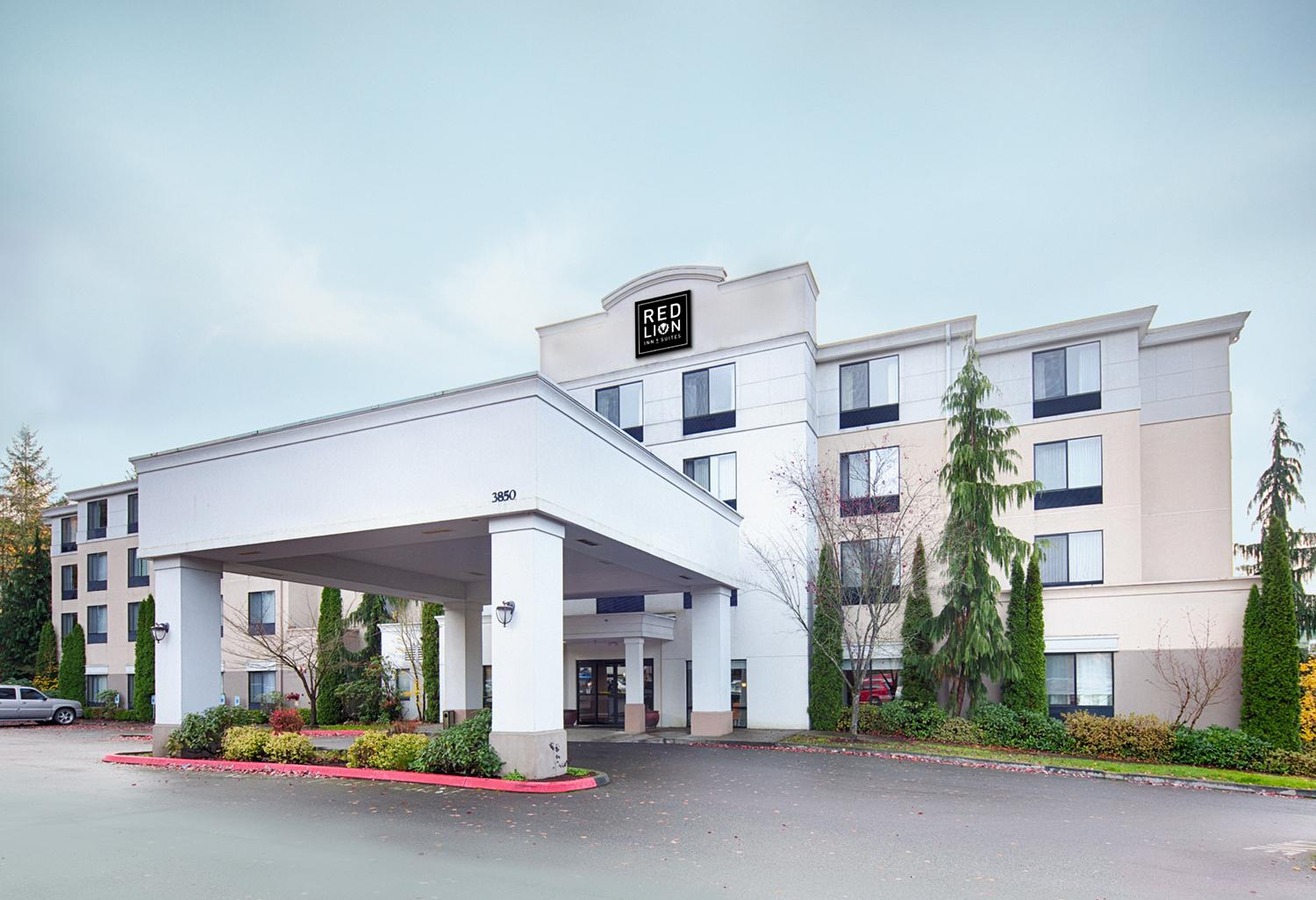 red lion inn suites bothell wa paramount lodging advisors. Black Bedroom Furniture Sets. Home Design Ideas
